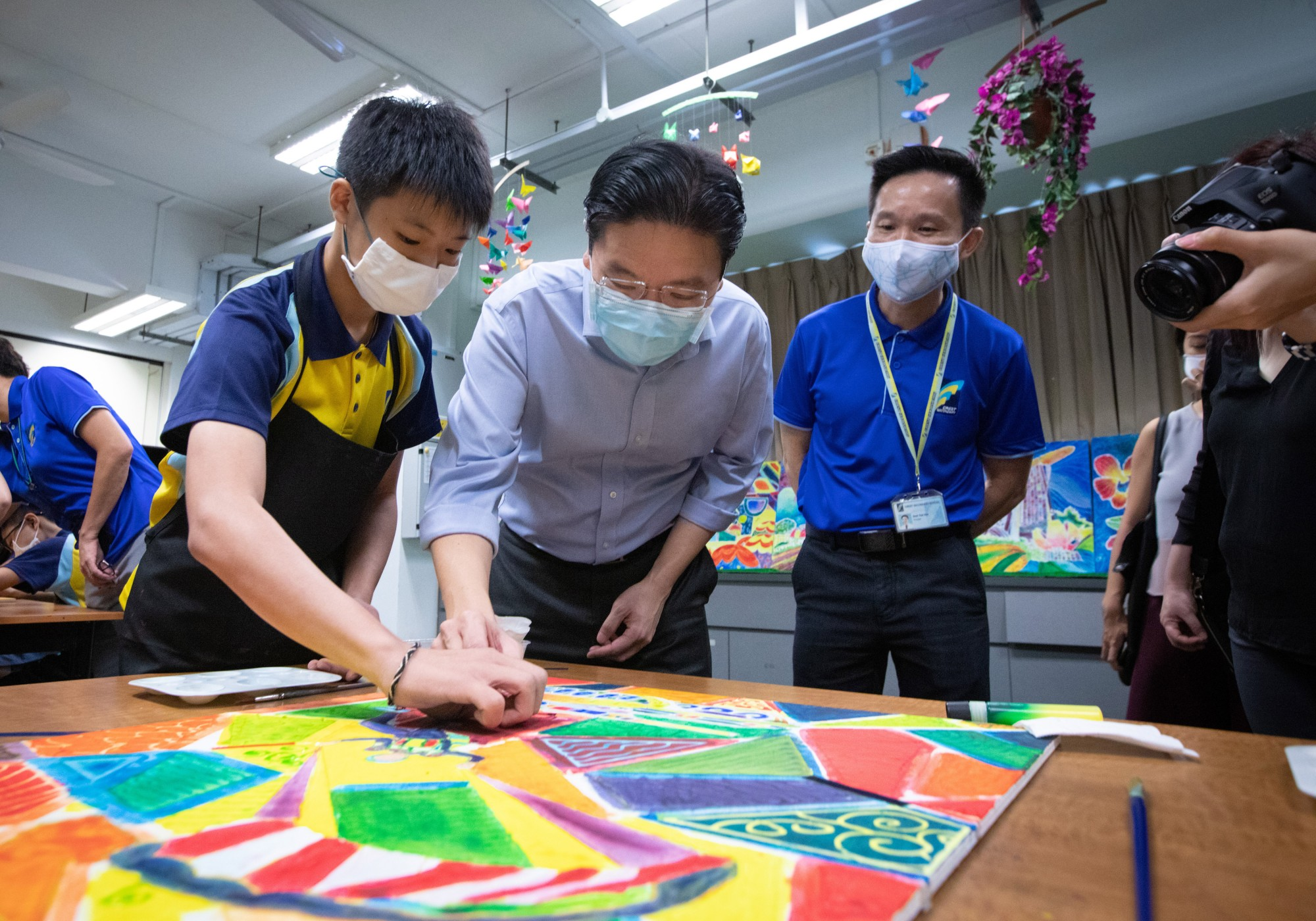7 Aes -Min Lawrence Wong participated in creating Batik On Wood Artwork 29th Sept 20.jpg